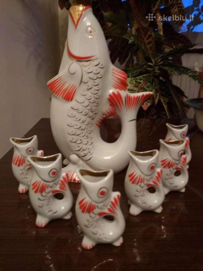 """Grafinas su taurelėmis(6) ,Žuvys"""" ir lėkštutės(4)"""