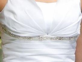 Sniego baltumo lengva vestuvine suknele