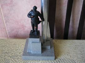 Skulpturos paminklo - miniatiura.zr. foto.
