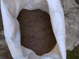 Smėlis,žvyras,juodžemis,atsijos maišeliuose 2.5eur
