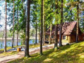 Sodyba- namelis miške prie ežero nuomai
