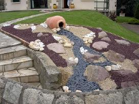 Skaldyti skalūno akmenys apdailai ir takams