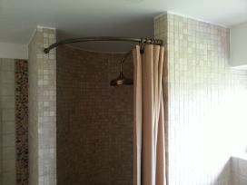 Dušo karnizai, vonios karnizai, dušo uzuolaidos.