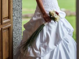 Prabangi atlasinė vestuvinė suknelė