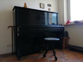Juodas Smolensk pianinas