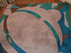 Dizainerės sukurtas vienetinis kilimas