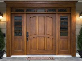 Medžio masyvo durys