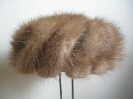 Audinės kailiukų kepurė