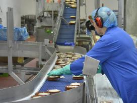 Nemokamas įdarbinimas fabrike Škotijoje