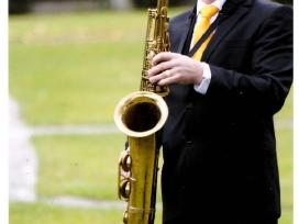 Saksofono Muzika. Muzikinis sveikinimas. Geles.