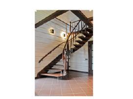 Mediniai laiptai ivairaus sudetingumo.