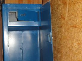 Pašto svarstyklės , seifas , liuminisc. šviestuvai