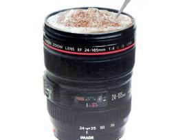 Gera dovana fotografui puodelis objektyvas