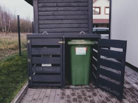 Šiukšlių konteinerių stoginė, konteinerine.
