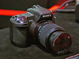 Sony alfa 300 su 2 objektyvais 232 eur