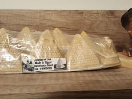 Piramides ir iv.statuleles is Egipto