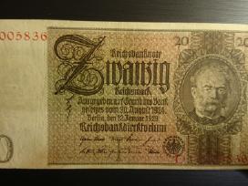 Monetos, banknotai ir Rusijos rubliai..