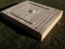 Smelio dezes, smėlio dėžės su stogeliu.