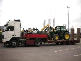 Technikos, traktoriu, ekskavatoriu gabenimas