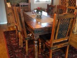 Parduodamas pietų stalas su 6 kėdėmis