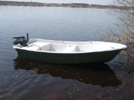 Stabili plokščiadugnė valtis Lotta 360