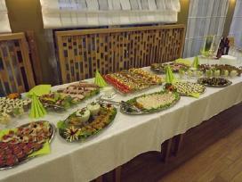 Banketai, gedulingi pietus, fiuršetai, vakarėliai.