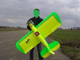 Parduodu: du Rc valdomus lėktuvų modelius.