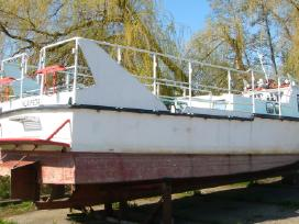 Parduodu pramoginį motorinį laivą