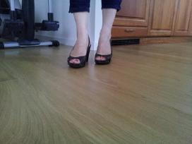 Klasikiniai vasariniai odiniai moteriski bateliai