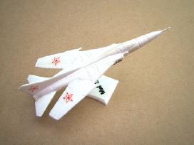 Lektuvo modeliukas - Dezuteje. Is CCP.lotas nr.30