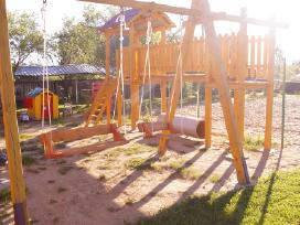 Vaikų žaidimo aikštelė ir smėlio d