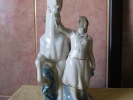 Porceliano statulele is CCP.zr. foto. = 60,-