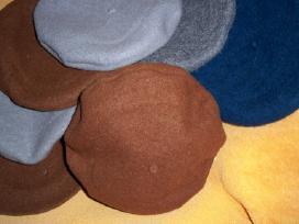 Moteriškos ir vyriškos megtos beretės ir pirštinės