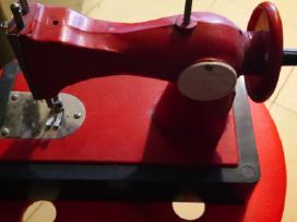 Tarybinė siuvimo mašinėlė