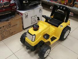 Akumuliatorinis traktoriukas