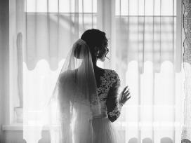 Parduodu siūtą vestuvinę suknelę