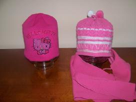 Ivairių dydžių dukrytės išaugtos kepurytės