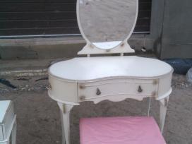 Provanso stiliaus kosmetinis staliukas