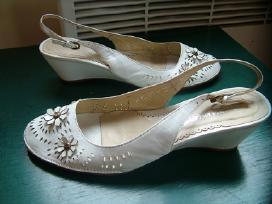Prašmatnūs vestuviniai balti bateliai