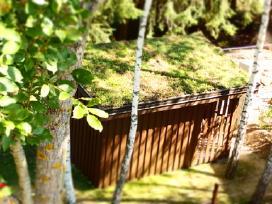 Mediniai sandėliukai sodo įrankiams
