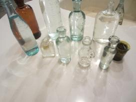 Buteliukai,distiliatorius,stiklines