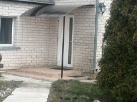 Stogeliai,stogines virs duru,garazu,laiptu.