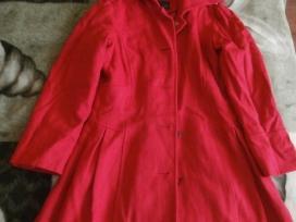 Raudonas next paltas