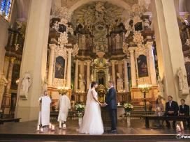 Klasikinė ilga vestuvinė suknelė