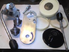 Konservų uždarymo aparatas