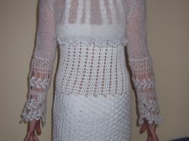 Balta nerta suknelė