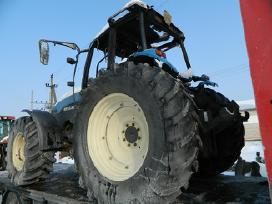 Šiuo Metu Mūsų Kieme Ardomi Traktoriai - nuotraukos Nr. 9