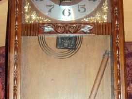 Parduodami senoviniai laikrodziai.