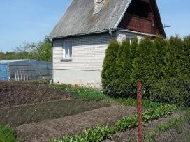 Sodas su namu ir garažu