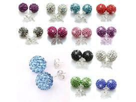 Įvairūs stilingi auskarai